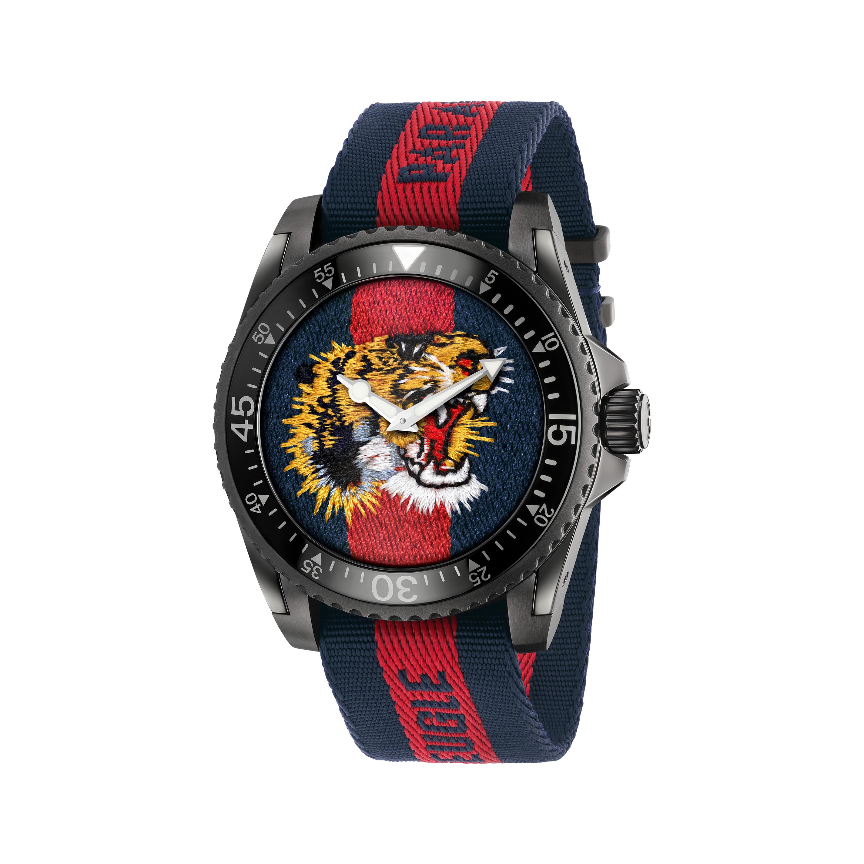 663cf5bf43f Home   Orologi   Solo tempo   Gucci dive orologio in blu e rosso 45mm ...